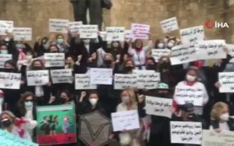 Beyrut Limanı'ndaki patlamada çocuklarını kaybeden Lübnanlı annelerden protesto